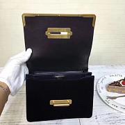 Чёрная мини сумка из бархата Prada в modnitca Москва