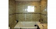 Стеклянные складные шторки для ванной Сочи
