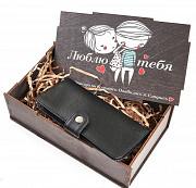 Подарочный набор Люблю тебя: клатч на кнопке мини с обработанными краями + коробка из дерева Глазов