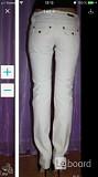 Джинсы veber италия 44 46 м бежевые стретч прямые по фигуре украшения кожа брошь брюки женские узкие Москва